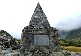 三角の形のアルペン・メモリアル