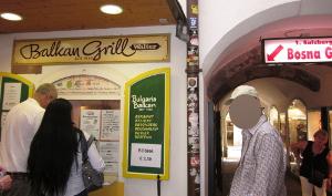 ホットドッグの店(ボスナ)の正面の写真
