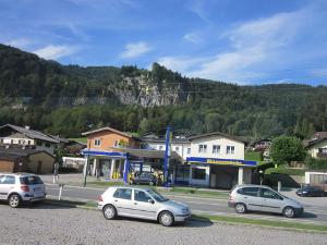 ハルシュタットを通り過ぎた次の駅から村の方向を撮影