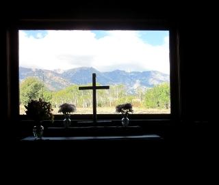 教会内から見るティトンと十字架