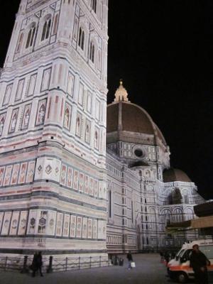 フィレンツェの夜の洗礼堂と大聖堂
