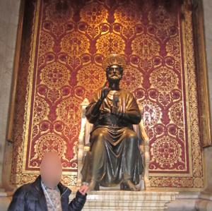 サン・ピエトロ寺院内部にある像