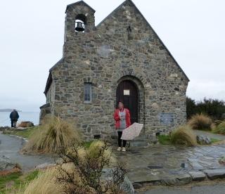 善き羊飼いの教会と女性