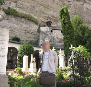 ケーブルカー横のザンクト・ペーター教会の墓地