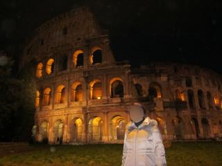 ライトアップされたコロッセオ