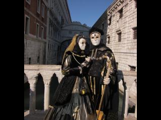 ベネチアの仮面のカップル