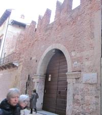 ロミオの家と言われているおうちの門