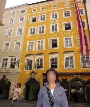 モーツァルトの生家正面玄関