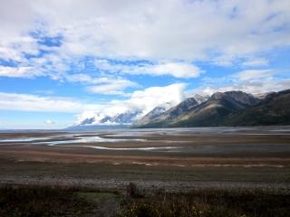 開けた景色に湖とティトン山脈