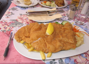 オーストリア料理の中で有名なリーセンシュニッツエル(カツレツ)