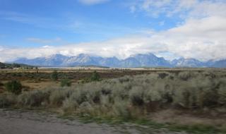 雄大さが伝わる平原と山々