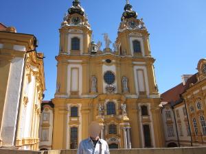 メルク修道院の正面から取った写真