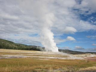 間欠泉の水蒸気