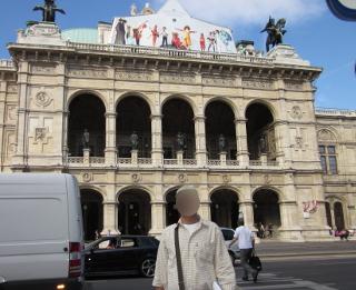 ウィーンの国立オペラ座の正面玄関