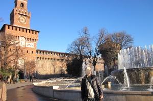 スフォルツァ城の前
