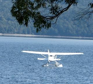 ティ・アナウ湖の水上飛行機