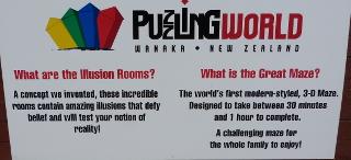 パズリング・ワールドの看板