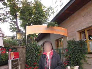 シェラトンホテル近くのホテルのレストランの入り口