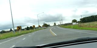 NZの中央分離帯の無い道路