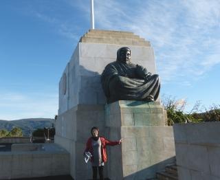 シグナル・ヒルの坐像