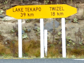 80号線と8号線の交差地点の標識
