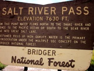 ソルトリバー峠の説明の看板
