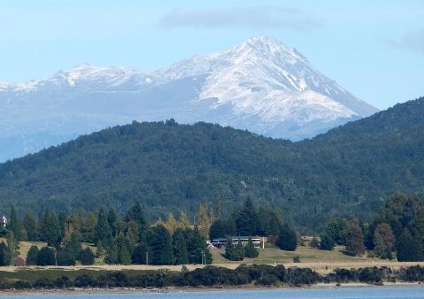 ティ・アナウ湖と山やま