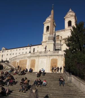 トリニタ・ディ・モンティ教会へとつづく階段、通称「スペイン階段」