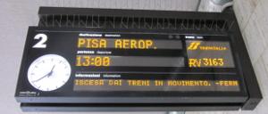 フィレンツェ・サンタ・マリア・ノッヴェラ駅のホームの電光掲示板