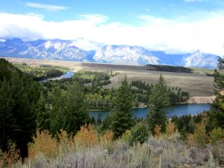 グランドティトン国立公園の山と森と川