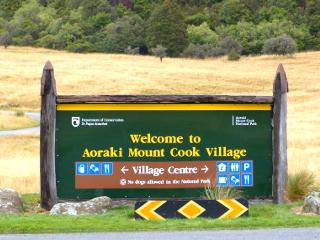 アオラキ/マウント・クック国立公園の看板
