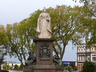 ダニーデンの公園にある女性の像