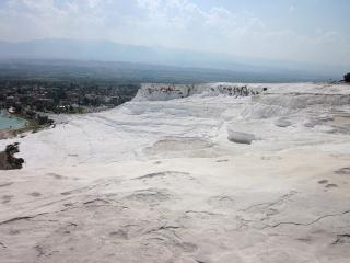 真っ白な石灰棚