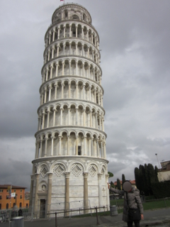 ピサの斜塔の全景