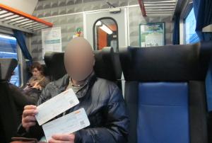 フィレンツェ・サンタ・マリア・ノッヴェラ駅からピサ中央駅へ行く列車の中の様子