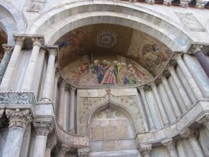 サン・マルコ寺院の入り口の上