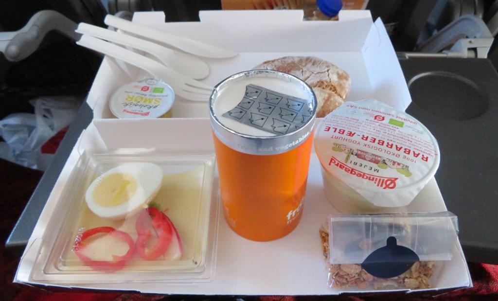 コペンハーゲンからヘルシンキへの機内食