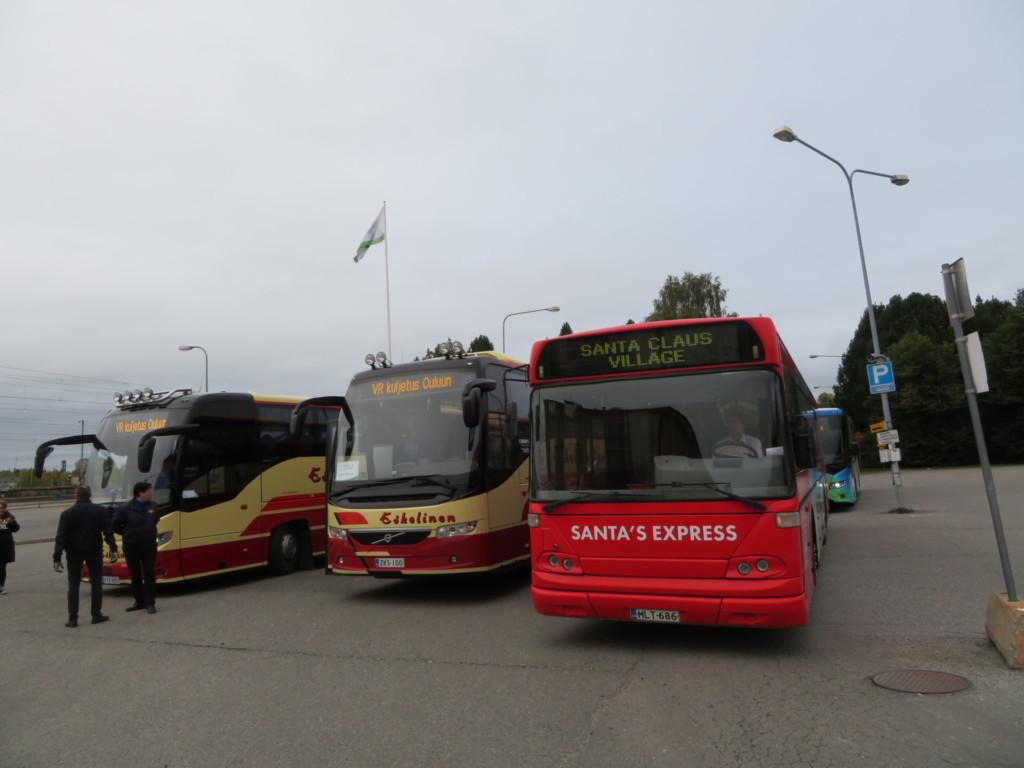 三台のバス