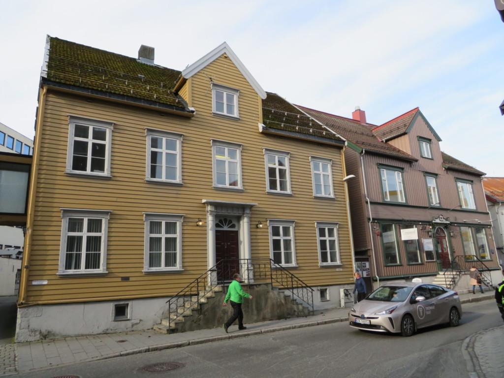 黄色い壁の家