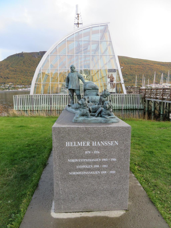 ハンセンと犬の像