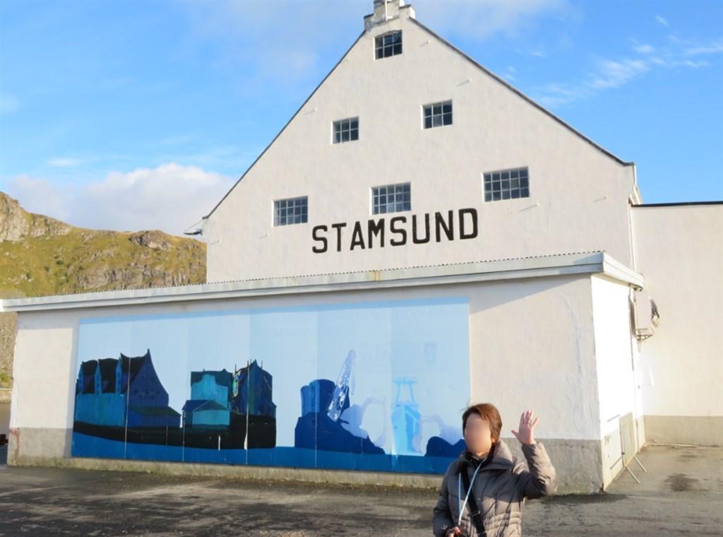 スタスサンドと書かれた壁