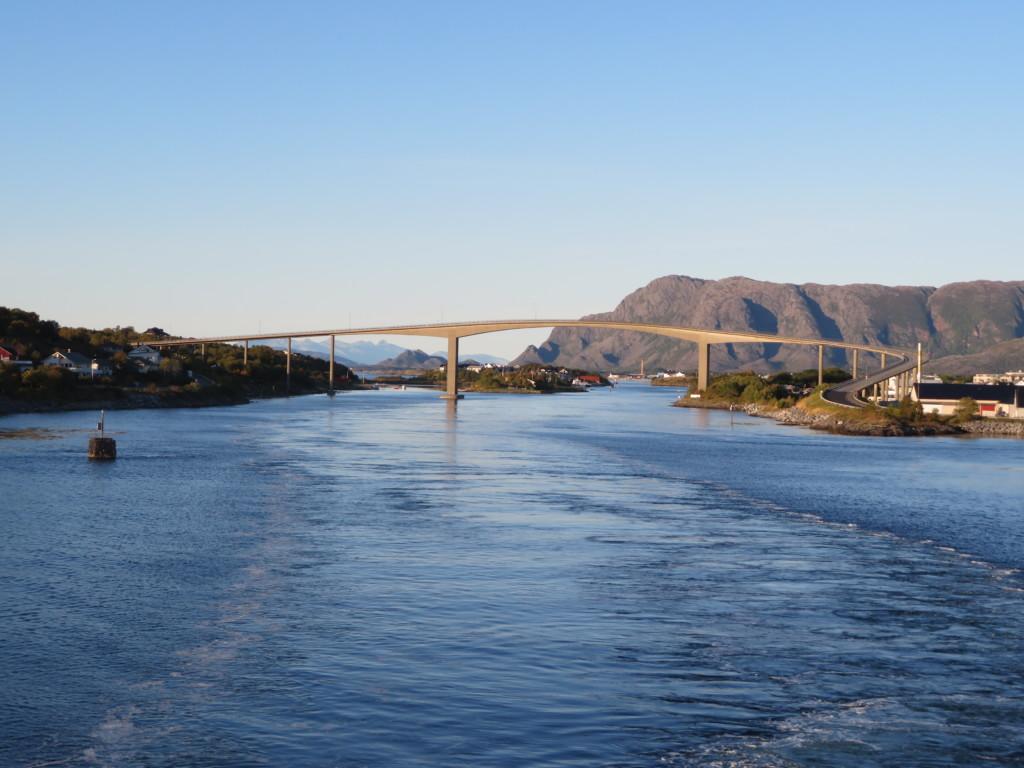 橋とブロノイスンの町